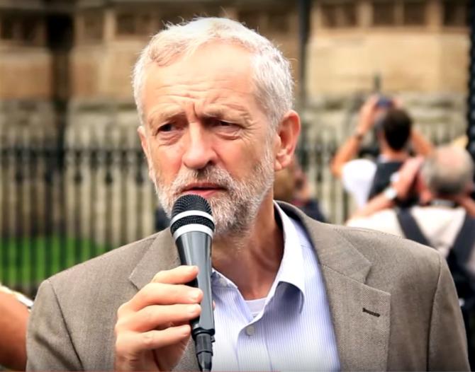 Foto: Labour-Chef Jeremy Corbyn / YouTube/RevolutionBahrainMC / wikimedia.org / CC BY 3.0