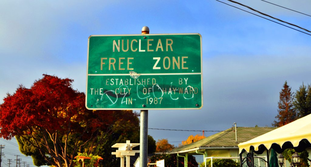 Nuclear Free / Jasleen Kaur / flickr.com / CC BY-SA 2.0 (edited).